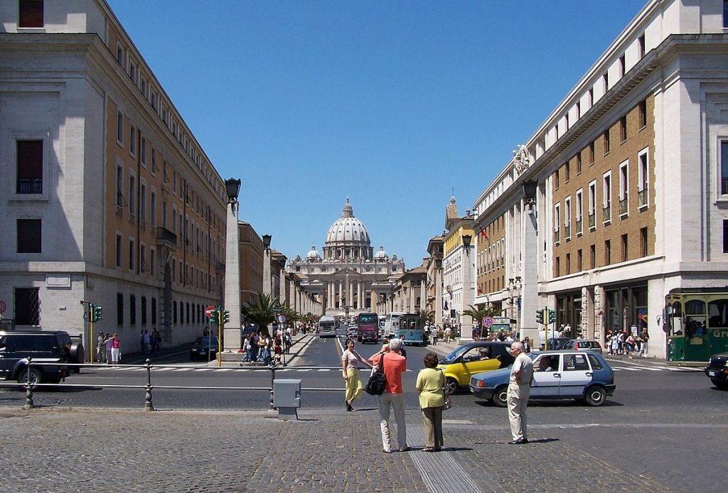 Via de la Conciliación. Al inicio de la Vía, a la derecha, está el Auditorium Santa Cecilia