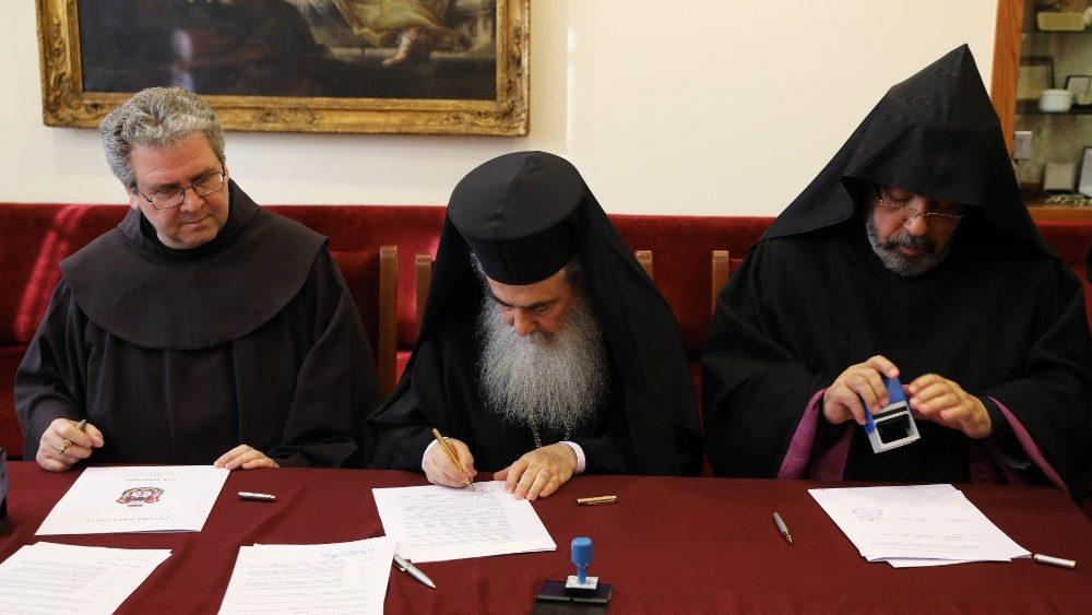 El Custodio Franciscano en Tierra Santa, P. Patton, firma con el Patriarcado ortodoxo y el Patriarcado armeno una nueva restauración del Santo Sepulcro