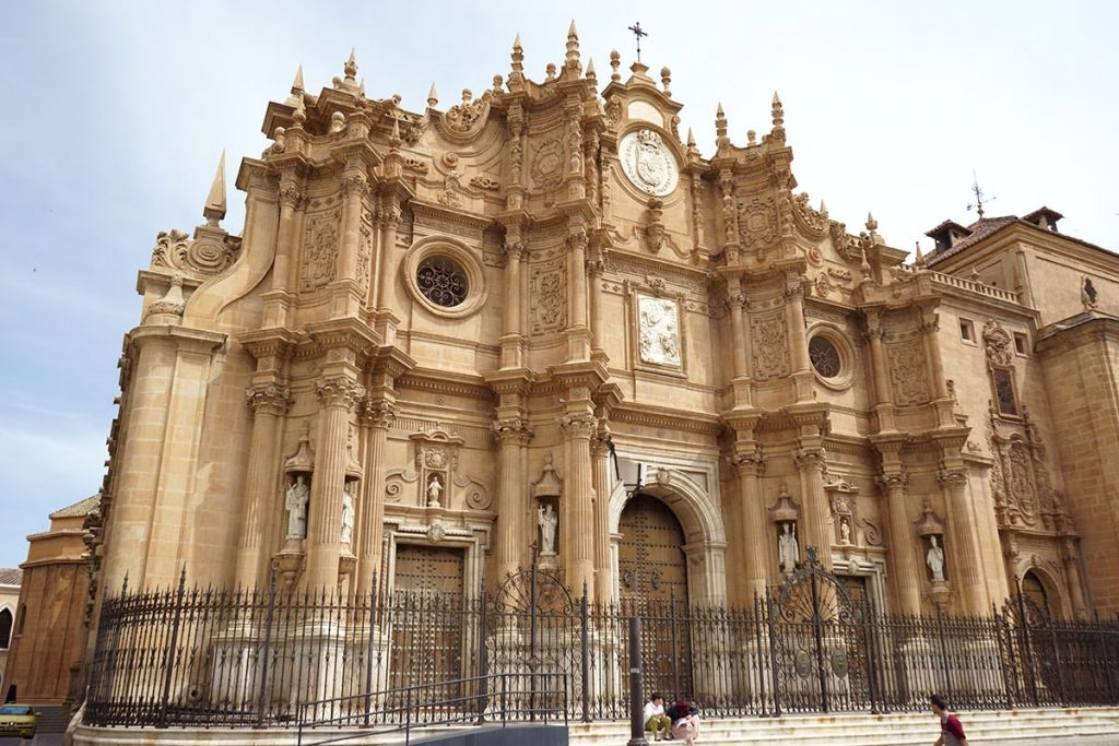 Fachada principal de la catedral de Guadix