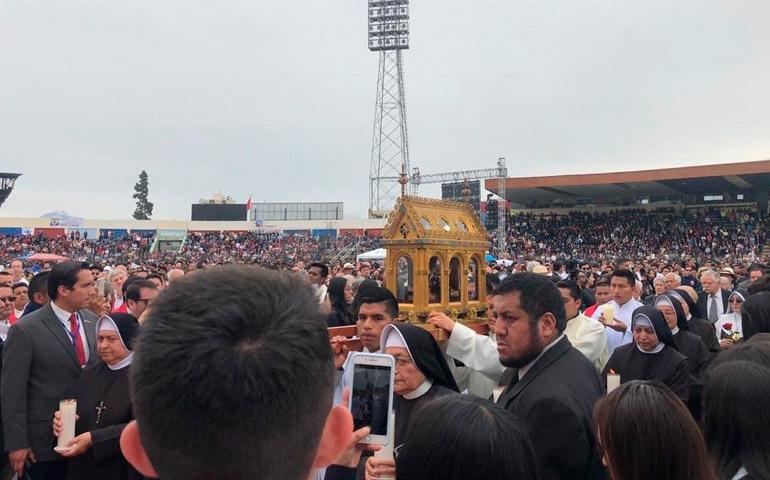 Procesión de la urna con los restos del Beato en la misa de Beatificación