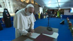 Firma del Papa del llamamiento por la paz