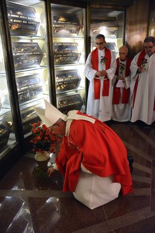 El obispo de Barbastro-Monzón, Angel Javier Pérez Pueyo, rinde homenje a los Mártires claretianos de Barbastro