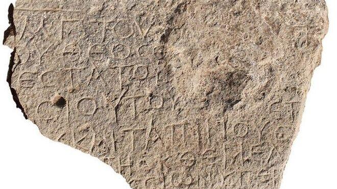 Piedra con la inscripción