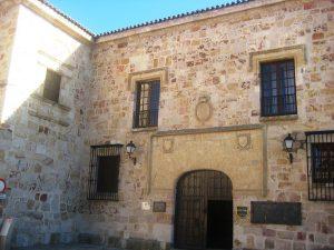 Portada del Palacio de los Condes de Alba y Aliste. Hoy Parador de Turismo