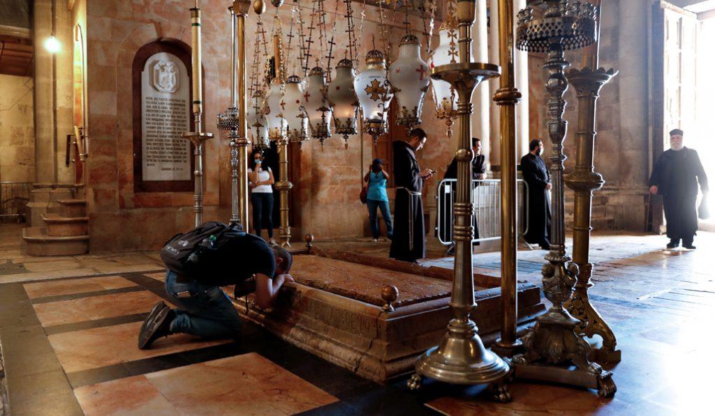 Basílica del Santo Sepulcro: losa de la deposición del cuerpo de Jesús