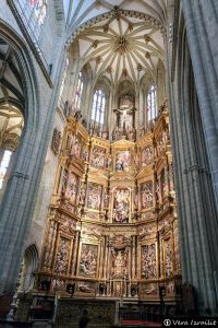 Interior y retablo mayor de la Catedral de Astorga