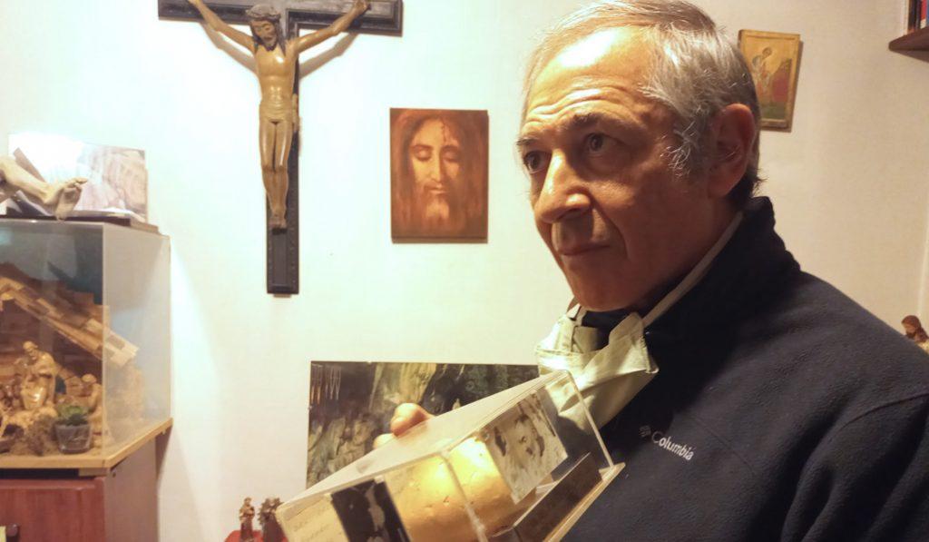 El sacerdote Santarelli