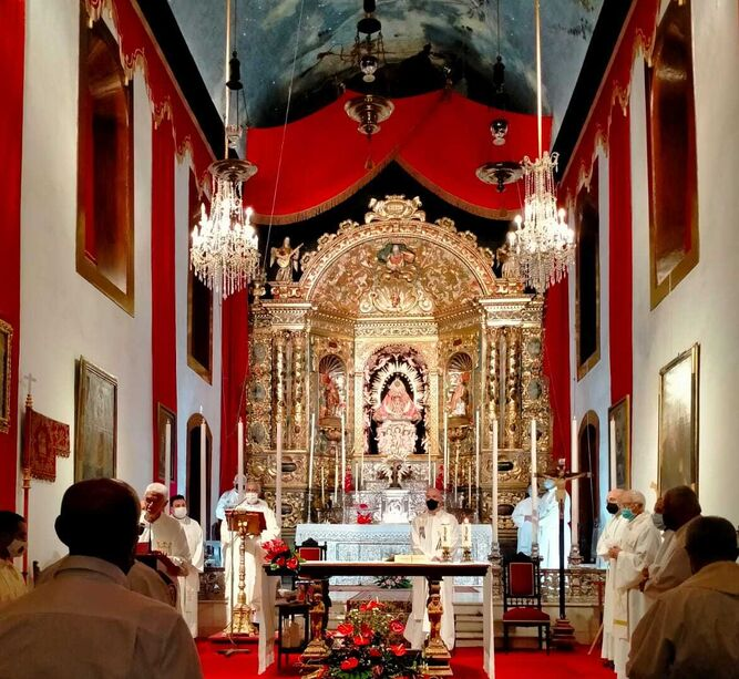 El obispo de Tenerife preside una misa por las víctimas del volcán en La Palma
