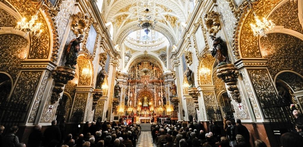 Interior de la Basílica de la Virgen de las Angustias (Granada)