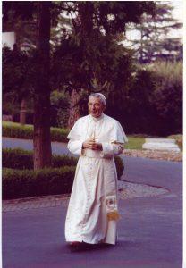 Papa Luciani en los jardines Vaticanos